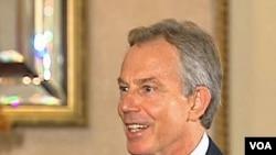 Tiga mantan pejabat pemerintahan mantan PM Tony Blair diberhentikan dari Partai Buruh, 23 Maret 2010.