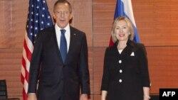 Ngoại trưởng Hoa Kỳ Hillary Clinton và người đồng nhiệm Nga Sergei Lavrov