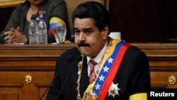 Nicolas Maduro es el candidato del chavismo por señalamiento directo del mismo Hugo Chávez.