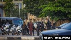 Les forces de sécurité ont bloqué toutes les voies menant à la cour fédérale, Abuja le 21 octobre 2021.