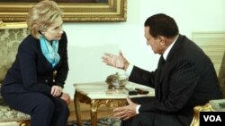 La secretaria de Estado, Hillary Clinton, y el presidente Hosni Mubarak.