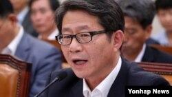 류길재 한국 통일부 장관이 17일 국회 외교통일위원회 전체회의에서 질의에 답하고 있다.