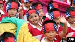 Trẻ em Ðài Loan biểu diễn mừng Lễ Quốc Khánh Song Thập hôm 10/10/11