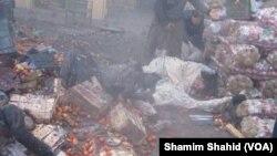 파키스탄 북서부에서 폭탄이 터진 시장 현장 모습.