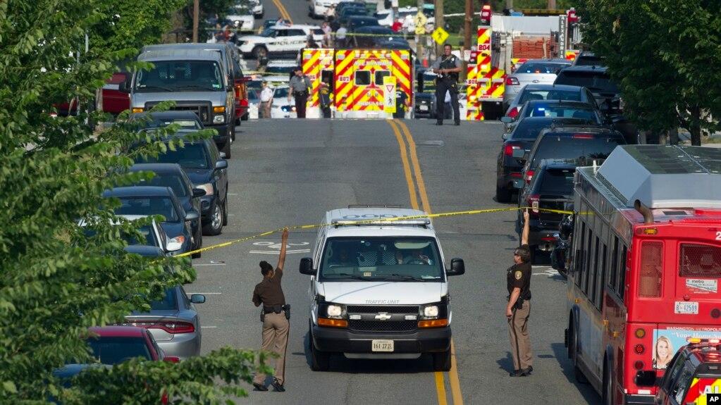 Cảnh sát, nhân viên cấp cứu có mặt gần nơi Dân biểu Steve Scalise bị bắn ở Alexandria, Virginia, 14/6/2017