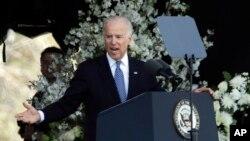 Phó tổng thống Biden tại lễ tưởng niệm viên sĩ quan cảnh sát quá cố ở trường MIT.