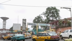 Des Camerounaises marchent pour la paix dans les régions anglophones