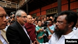ကုလအထူးကိုယ္စားလွယ္ Vijay Nambiar မိထၳီလာၿမိဳ႕ ဒုကၡသည္စခန္းေတြကို မတ္လ က ေရာက္ရွိခဲ့စဥ္က။