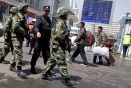 Các tổ chức nhân quyền nói rằng những chính sách hà khắc của chính phủ Trung Quốc ở Tân Cương là nguyên do chính tạo ra bất ổn và bạo động ở khu vực Tân Cương.