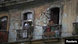 Los cubanos tuvieron prohibido vender y comprar casas en la isla durante más de medio siglo.