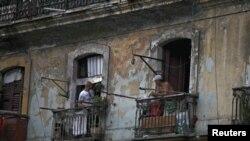 Los cubanos que obtengan su residencia permanente en Estados Unidos no deberían visitar la isla inmediatamente.