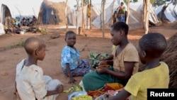 Moçambicanos no acampamento de Kapise