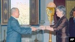 King Norodom Sihamoni (left) and US Ambassador to Cambodia, Carol Rodley (right).