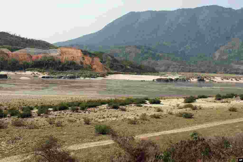 Riverside at Myitsone in Kachin State, Burma, March 31, 2012. (VOA - D. Schearf)