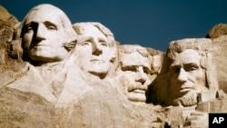 Foto de archivo de los bustos de los presidentes tallados en el monte Rushmore, en Dakota del Sur.