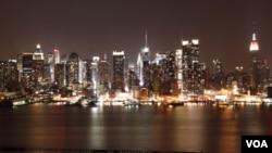 Rascacielos como el Chrysler, el Rockefeller Center y las torres del Time Warner Center, se comprometen en apagar las luces.