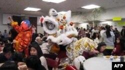 Chợ Tết của Giáo xứ Các Thánh Tử Đạo Việt Nam tại quận Arlington, Virginia năm 2011