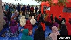 အင္ဒိုနီးရွားႏုိင္ငံ အာေခ်းေရာက္ ေလွစီးေျပး ရိုဟင္ဂ်ာေတြကို IOM ကူညီ (Courtesy of East Aceh Regency government)