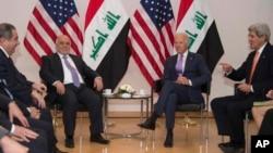 Wapres AS John Biden dan Menlu AS John Kerry (kanan) di sela-sela Konferensi Keamanan di Munich, Jerman (7/2).