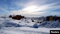 Российские специалисты готовятся бурить почти четырехкилометровую толщу льда на антарктическом озере Восток. 29 июня 2010 г.