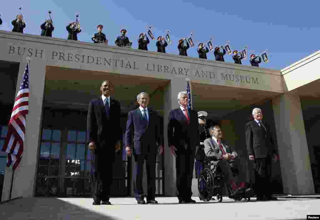 روسای جمهوری پیشین آمریکا، جیمی کارتر، جورج هربرت واکر بوش، بیل کلینتون، جورج بوش و رئیس جمهوری وقت، باراک اوباما، سال ۲۰۱۳در مراسم گشایش مرکز و کتابخانه پرزیدنت بوش در تگزاس شرکت کردند.