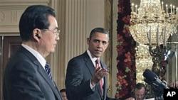 صدر براک اوباما اور صدر ہو جنتاؤ وائٹ ہاؤس کے ایسٹ روم میں پریس کانفرنس سے خطاب کرتے ہوئے۔