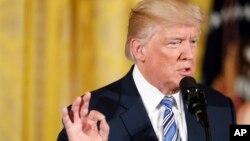 Presiden AS Donald Trump memberlakukan sanksi baru terhadap Rusia yang ditandatangani hari Rabu 2/8 (Foto: dok).