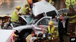 Xe cộ bị hư hại trong trận lốc xoáy ở bang Oklahoma, ngày 6/5/2015.
