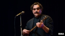 شهرام ناظری ۶۶ ساله، خواننده سرشناس ایران.