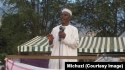 Sheikh Ponda akisisitiza jambo kwa waumini wa Kiislamu eneo la Uwanja wa Shule ya Msingi Kiwanja cha Ndege , mjini Morogoro, Augosti 10, mwaka huu.