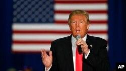 川普4月4日在威斯康星州發表演講。