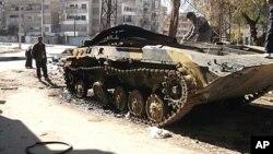 20일 홈즈 시내에 들어선 시리아 정부군의 탱크