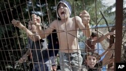 敘利亞難民不斷逃離自己的家園抵達土耳其邊境難民營