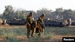 اسرائیلی فوج کے بقول غزہ سے اسرائیل کی طرف بڑھنے والے چار مسلح افراد کو فائرنگ کر کے ہلاک کردیا گیا ہے جن کے پاس رائفلز اور دستی بم تھے۔ (فائل فوٹو)