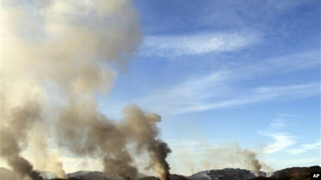 Smoke billows from South Korea's Yeonpyeong island near the border with North Korea, 23 Nov 2010