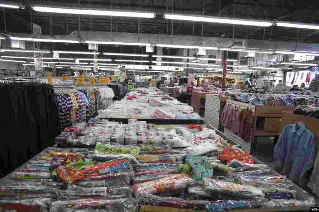 Los económicos precios y la venta de mercancía de alta demanda en Cuba son la base de este peculiar negocio basado en Miami.