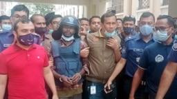 কুমিল্লা: ইকবাল হোসেনকে শনিবার দুপুরে আদালতে নেয়া হয়