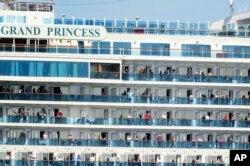 Ribuan penumpang masih berada di atas kapal pesiar 'Grand Princess' di Port of Oakland, Oakland, California, Senin 9 Maret 2020.