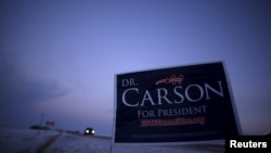 A campaign sign for U.S. Republican presidential candidate Ben Carson is seen on the side of the road in Clear Lake, Iowa, Jan. 16, 2016.