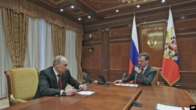 Russia's President Dmitry Medvedev (R) and Prime Minister Vladimir Putin speak before a meeting with Security Council members at the Gorki presidential residence outside Moscow, March 2, 2012.
