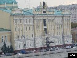 莫斯科的羅斯石油公司總部。這家公司負責向中國出口石油。羅斯石油公司目前債務纏身,需要融資。但這家公司也被西方列入製裁名單中。(美國之音白樺攝)