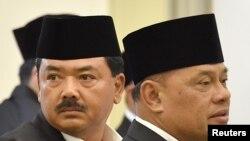 Kepala Staf TNI Angkatan Udara Marsekal Hadi Tjahjanto (kiri) dan Panglima TNI Jenderal Gatot Nurmantyo di Bogor, 30 November 2017. (Foto: dok)