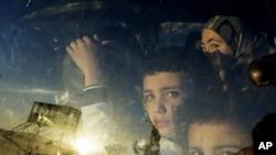 Sirijske obitelji prelaze u Liban na graničnom prelazu Masnaa