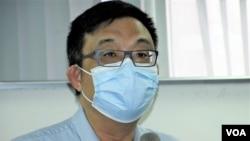 民主黨前立法會議員涂謹申表示,被告如果不在香港,就算他認罪, 法院都不可以處理。 (美國之音特約記者 湯惠芸拍攝 )