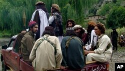 اکثر گروه های دهشت افگن به شمول طالبان و شبکۀ حقانی در مناطق قبایلی پاکستان مستقر اند.