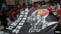 學民思潮5月13日發起的「不要染紅教育大遊行」,只有100多人參加