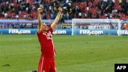 Milan Jovanovic của Serbia mừng chiến thắng 1-0 trước Ðức trên sân Nelson Mandela Bay Stadium ở Port Elizabeth, Nam Phi, ngày 18 tháng 6, 2010.