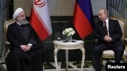 روسی صدر پوٹن اپنے ایرانی ہم منصب حسن روحانی کے ساتھ۔ فائل فوٹو