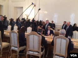 US Secretary of State John Kerry meets with Russian officials in Moscow, March 24, 2016. (C. Saine / VOA)
