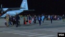 Avganistanske izbeglice na aerodromu u Prištini